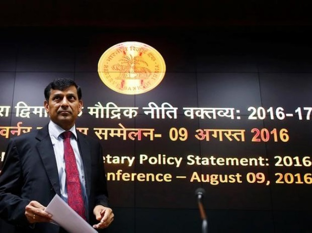 Reserve Bank of India (RBI) Governor Raghuram Rajan arrives to attend a news conference at the RBI headquarters in Mumbai