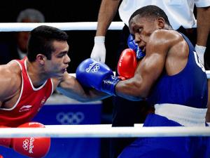 India's Vikas Krishan  (red) fights Charles Albert Shone Conwell of USA in Preliminaries Men's Middle (75Kg)