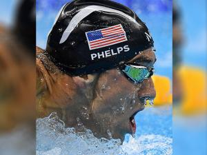 Michael Phelps races to gold in the men's 200-metrer butterfly